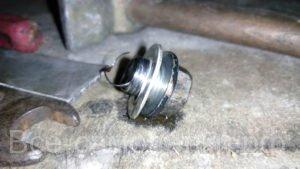 Срезало резьбу сливной пробки масла в поддоне двигателя, как её выкрутить